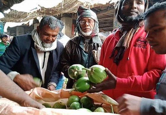 বেগুনের কেজি ৮ টাকা, চাষিরা হতাশ