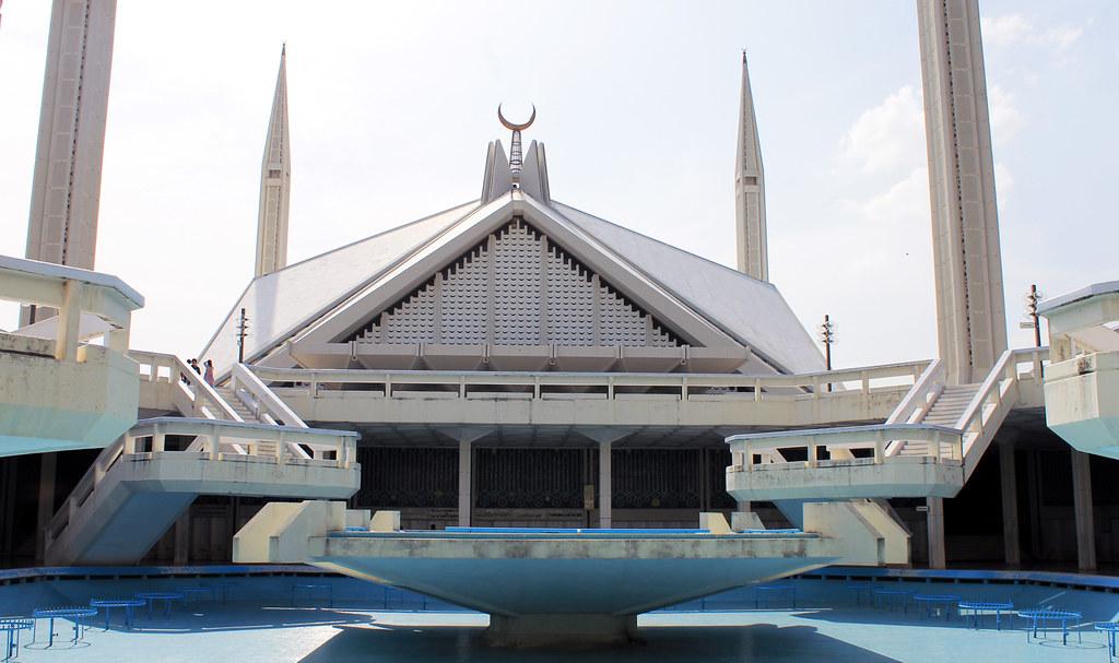 আলোকিত স্থাপনা: ফয়সাল মসজিদ