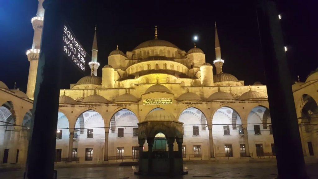 আলোকিত স্থাপনা: সুলতান আহমেদ মসজিদ