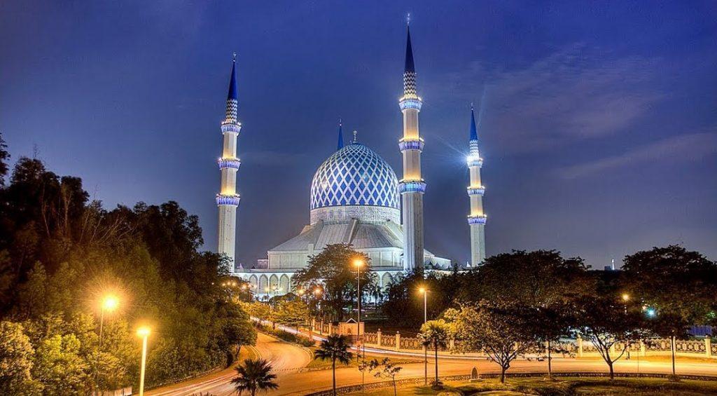 আলোকিত স্থাপনা: সুলতান সালাহউদ্দিন আব্দুল আজিজ মসজিদ