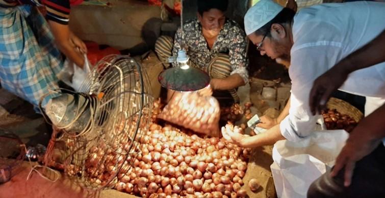 পেঁয়াজের দামে সেঞ্চুরি : আড়ত ও পাইকারি বাজারে অভিযান