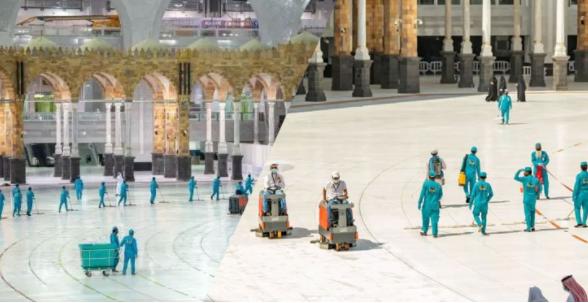 কাবা শরিফে প্রতিদিন ছিটানো হয় ১২শ' লিটার সুগন্ধি!