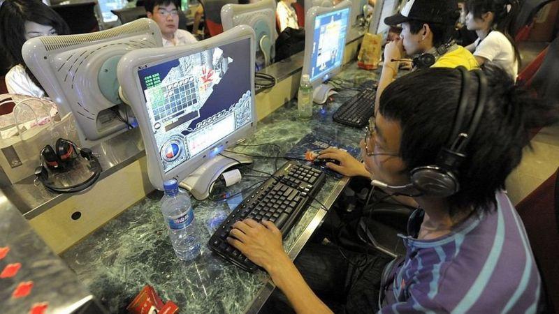 চীনে সাইবার ক্যাফের জনপ্রিয়তা বেড়েছে উইচ্যাট ব্যবহারের কারণে