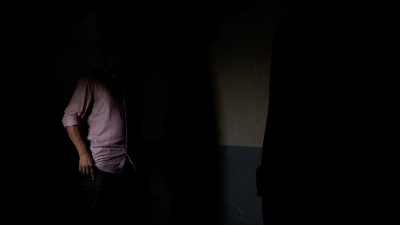 পরিণত বয়সে আসার পর অনেকে পুরুষই এখন শিশু অবস্থায় তার উপর যৌন নির্যাতনের বিষয়ে মুখ খুলছেন।