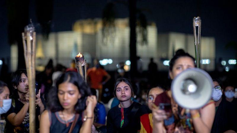ঢাকার জাতীয় সংসদ ভবনের কাছে ধর্ষণ-বিরোধী বিক্ষোভ।