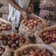 হিলিতে পেঁয়াজের দাম কেজিতে ৪-৫ টাকা বেড়েছে