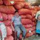 চাহিদার তুলনায় উৎপাদন বেশি তবুও পেঁয়াজের দামে দিশেহারা ক্রেতা