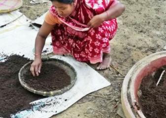 পাহাড়ী নারী মারজান ভার্মি কম্পোস্ট উৎপাদন করে এখন সফল উদ্যোক্তা